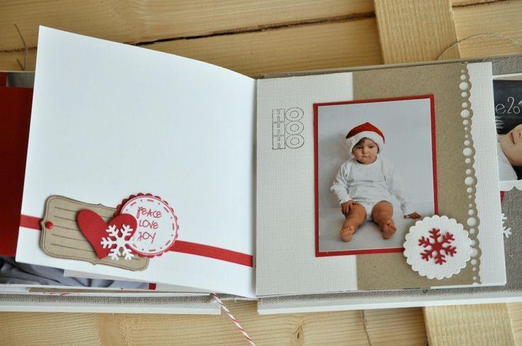 Da un paio d'anni nella mia famiglia c'è una nuova tradizione...fare gli auguri di Natale attraverso una card con una foto dei nostri cucci...