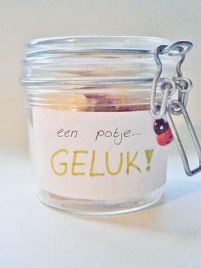 Een potje geluk. Met gelukskoekjes. Idee van http://diysforyouandme.weebly.com/blog/cadeautip-een-potje-geluk