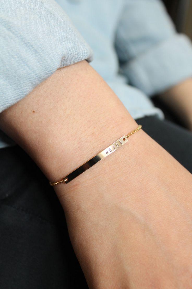 36x3mm - Bracelet plaque signalétique, or rempli de bracelet, Bar Bracelet, Bracelet personnalisé, cadeau de demoiselle d'honneur, Mothersday cadeau avec EXTENDER chaîne par DelikatNY sur Etsy https://www.etsy.com/fr/listing/167750958/36x3mm-bracelet-plaque-signaletique-or