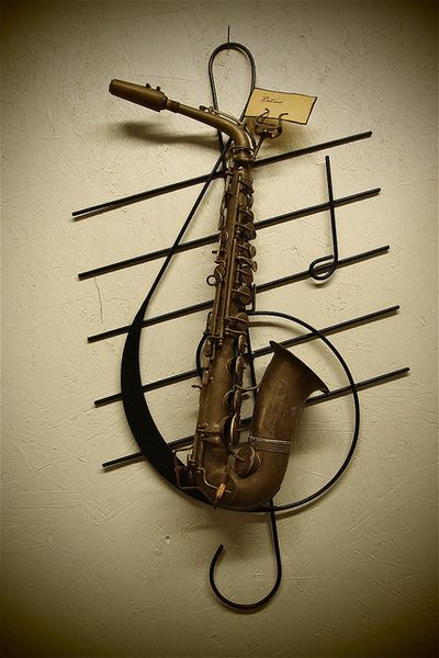 What a clever way to show off an old saxophone! Kinda makes me wonder what happened to my family's collection of clarinets, a saxophone, a flute, and several harmonicas...
