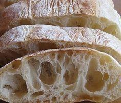 Ricetta Pane ciabatta fatto in casa: oggi vediamo come fare il pane ciabatta in casa con una ricetta facile e tutti i consigli sulla preparazione.