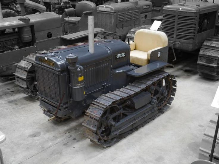 Auction Lot 310  (1933 INTERNATIONAL T-20 4cylinder petrol/paraffin CRAWLER TR..) Image 1