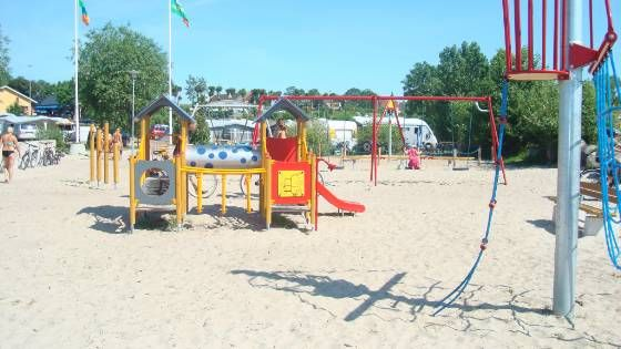 Välkommen till Klinta Camping i Köpingsvik vid en av Ölands finaste sandstränder. Stor, liten, gammal, ung eller mittemellan - här finns plats för alla! Välkommen!