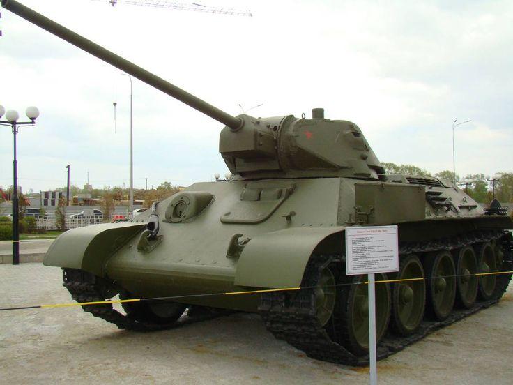 Цветная фотография реплики Т-34-57 музее Верхней Пышмы