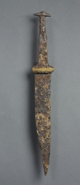 Single-Edged Knife (Scramasax) | Cleveland Museum of Art  Frankish, Burgundy (?), Migration period, 7th century iron, copper, and gold foil, Overall - h:36.90 w:4.10 cm (h:14 1/2 w:1 9/16 inches). Gift of the John Huntington Art and Polytechnic Trust 1919.1015