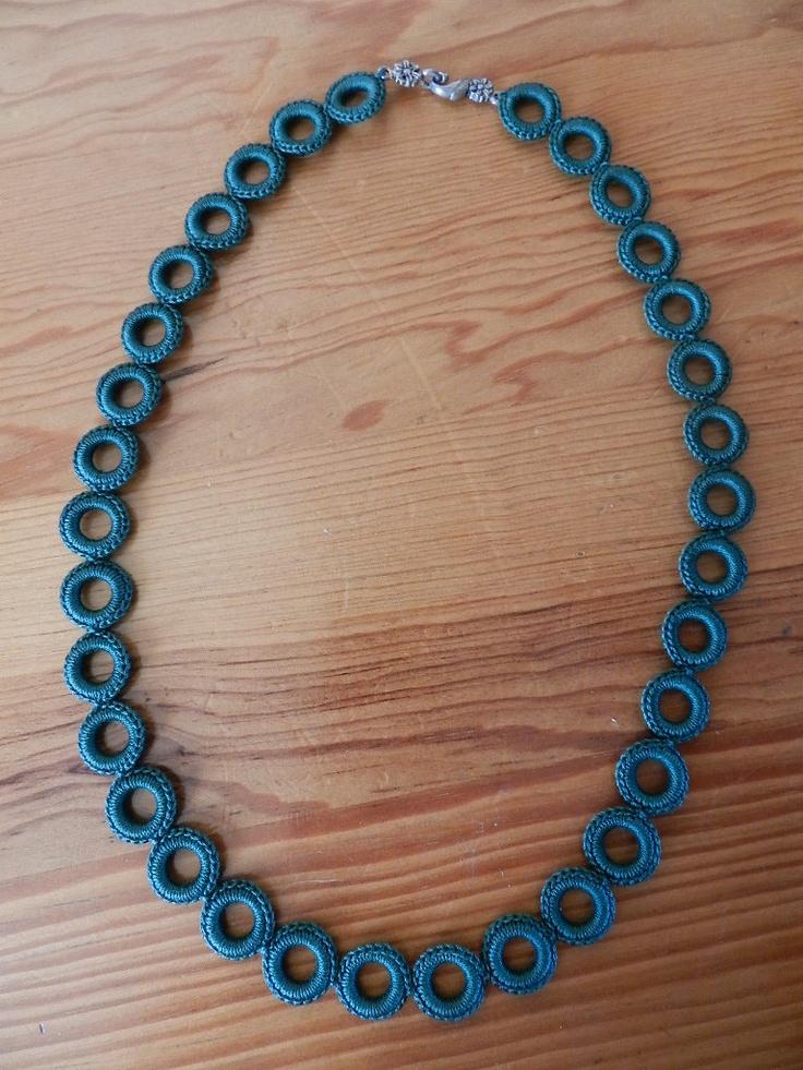 Häkeln Sie Halskette (Smaragdgrün). 30,00 € über Etsy.   – Crochet