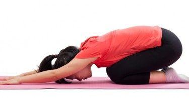 El yoga es una de las mejores maneras de construir la fuerza superior del cuerpo, para conseguir brazos fuertes y reducir la flacidez. La mayoría de la