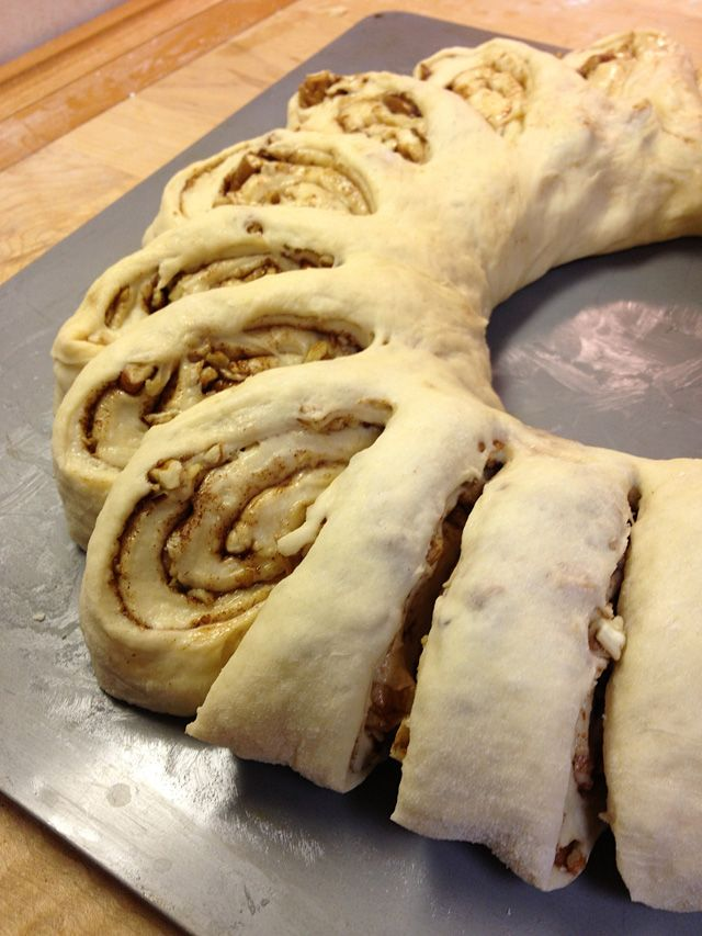 How to make a Swedish Tea Ring - easy recipe for Christmas morning breakfast