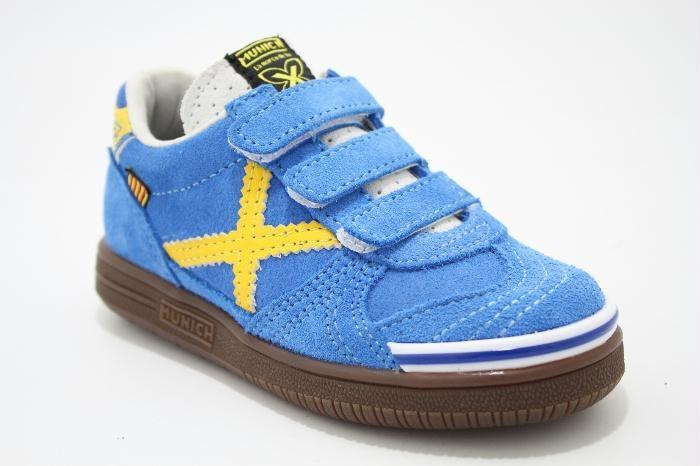 Lage klittenband schoen kobalt suede met gele details, van het merk Munich. €69,95