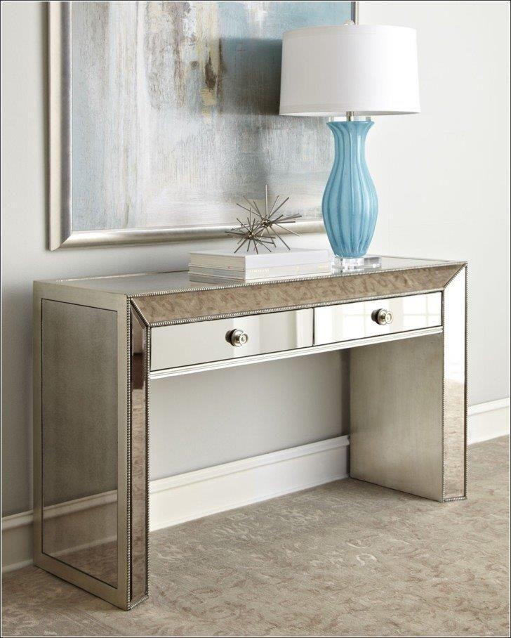 """Зеркальный туалетный столик Puente, из серии """"Зеркальная мебель""""."""