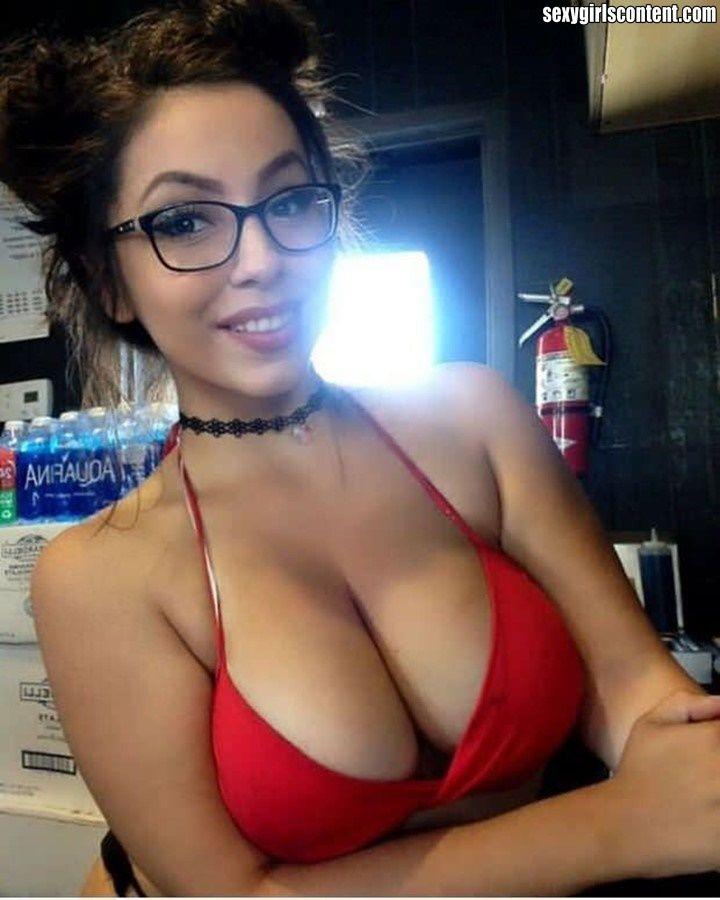1 Hot Busty Brunette In Glasses Dchbb77 Sexygirlscontent Com
