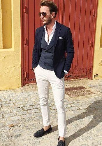 【大人きれいめ】濃紺ジャケット×ホワイトパンツ・ローファーの春コーデ(メンズ) | Italy Web