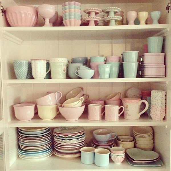 pastel+kitchen+cabinet+crockery+and+tableware A Retro Pastel Kitchen and Baking Dream Pastel, Retro, Vintage, Kitchen, Decor, Parlour, Cafe, Diner, Shoppe, Manuela Kjeilen, Passion For Baking,