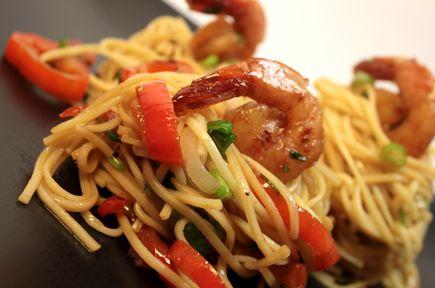 Κινέζικη Σαλάτα με Noodles Γαρίδες και Μυρωδικά