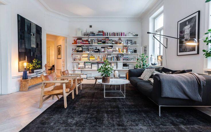 Understated Leather Furniture - ELLEDecor.com