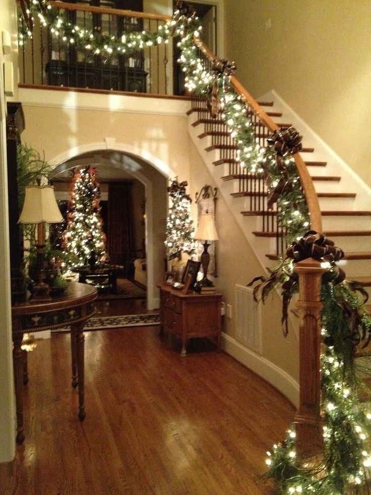 Beautiful Classic Christmas Stair Decorations With