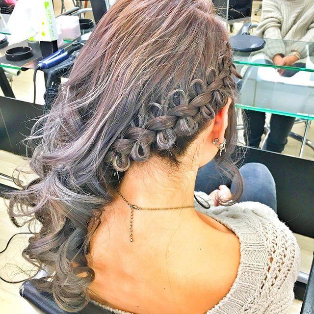 2016/11/11 17:29:00 sakinboooo 横流し♡  #ヘアセット #ヘアスタイル #hairstyle #hairset #美容 #美容院 #美容師  #セットサロン #あやさんset #巻き髪 #横流し #横寄せ #リボン編み #リボン #ピコピコリボン #リボン編み込み #色加工しすぎたらいい感じ #笑  #美容