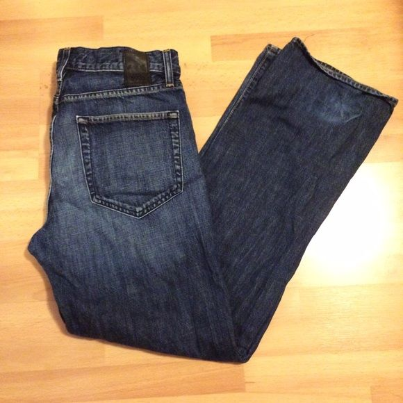 Hugo boss Mens jeans dark wash Hugo boss Mens preloved denim jeans. 32x32 see preloved areas in pics Hugo Boss Jeans