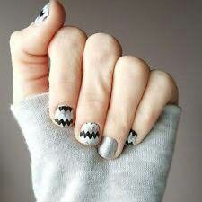 ~Disoriented~ This wrap features monochromatic chevron with a hint of sparkle for your inner diva. ~~~~~~~~~~~~~~~~~~~~~ https://knightsofthejamjamtable.jamberry.com/au/en/shop/products/disoriented