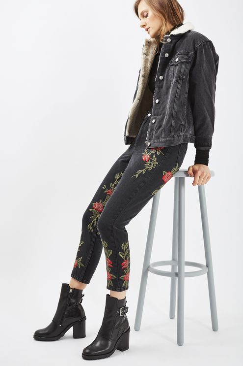 MOTO High rise, tapered leg mom jeans in washed black rigid denim with rose embroidery. #Topshop