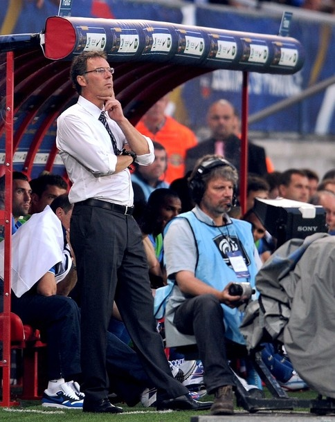 French national football team's head coach Laurent Blanc looks at his players during the friendly football match France vs Iceland on May 27, 2012, at the Hainaut Stadium in the French northern city of Valenciennes.    BAMF.