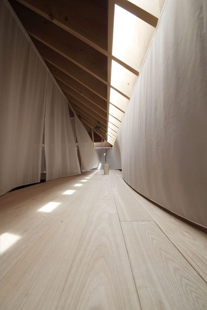Gallery of Wengawa House / Katsutoshi Sasaki + Associates - 2 Public gallery on right, beds on left
