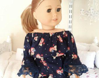 Mameluco de muñeca blanca chica americana con mangas de encaje.