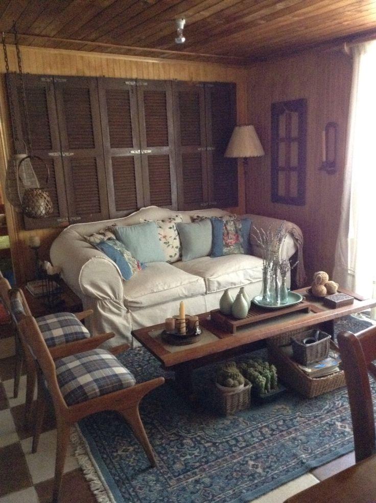 Con un sillón en tonos crudos se puede jugar con la decoración . Sólo se necesita cambiar el color de los cojines.