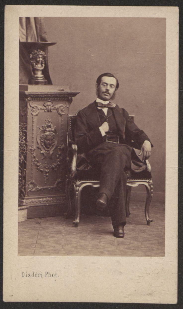 Fotografías Personales: Retrato del padre de Ricardo Orueta. Copia a la albúmina. http://aleph.csic.es/F?func=find-c&ccl_term=SYS%3D000125538&local_base=ARCHIVOS