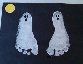Halloween footprint craft. Cute!