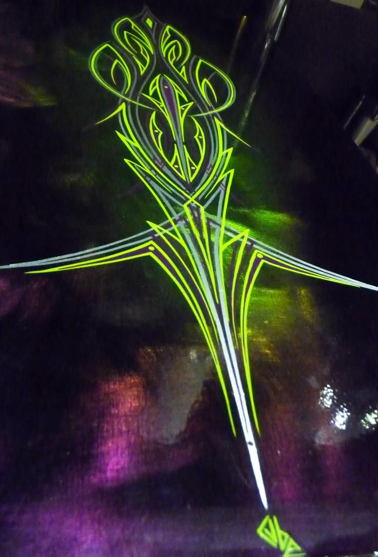 Classic cars authority cool pinstriping from the la roadster show - Lime Green Pin Striping On A Dark Metal Panel