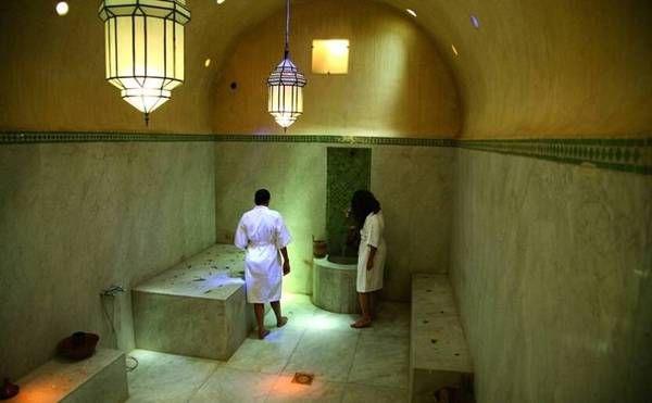 إماراتي يثير الغضب ويعلن عن إفتتاح حمامات مختلطة بالمغرب Edito 24