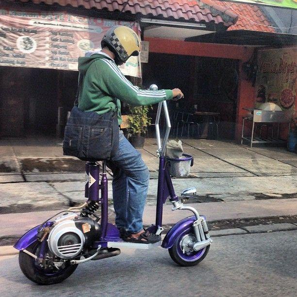 Wow kereen nih. Bs modif dimana kang? >> Vespa, 100% Indonesia style ;-)