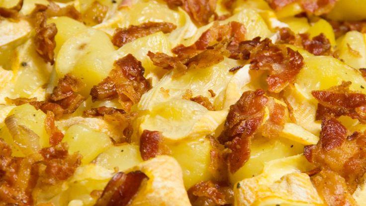 Rezept: Tartiflette - Kartoffel Auflauf, herzhaft französisch. Der passende Wein zum Käse: Chignin-Bergeron Savoie
