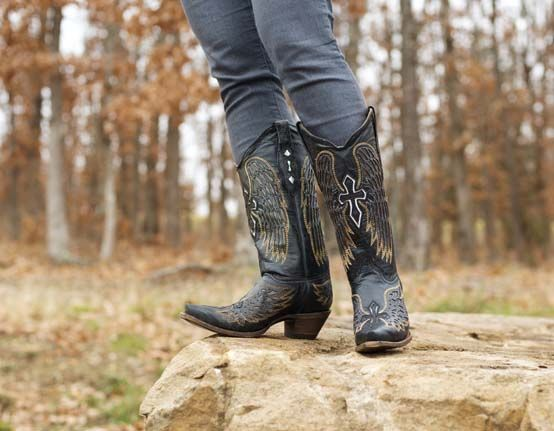 Old School Charm: Western Wear for Women - Country Outfitter Blog