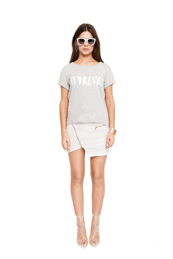 T-shirt in grey melange with rolled up sleeves, twisted neckline and white print. Short front and longer in the back.