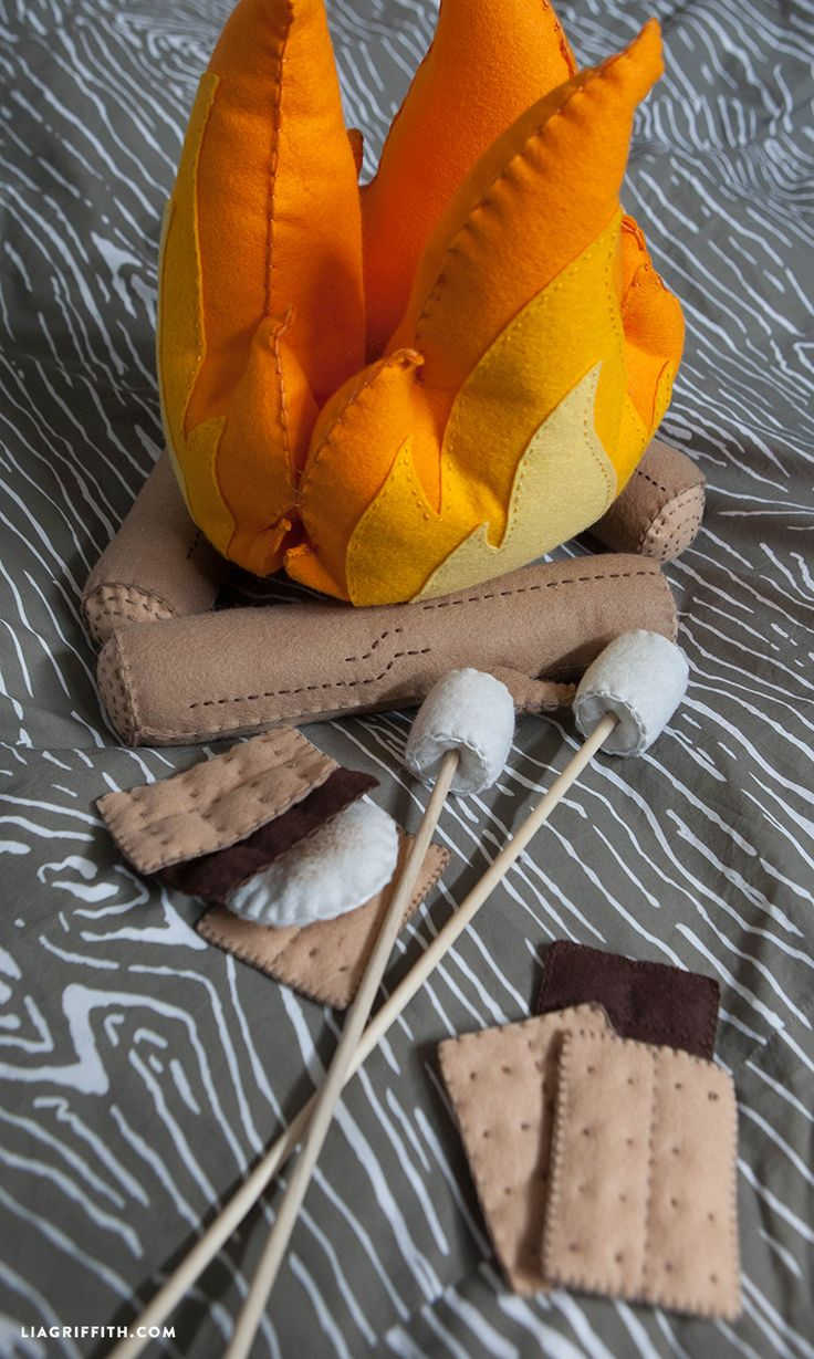 Felt s'mores and campfire craft
