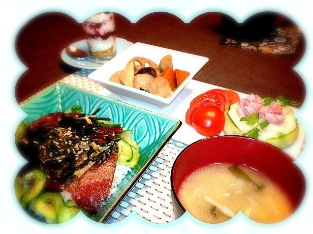 生で食べれると言われたので、漬け丼にしてみました でも、10cm角位の切身で日本円にして1000円 たいしたことないけど、高級料理です - 114件のもぐもぐ - 鮪の漬け丼、筑前煮、ポテトサラダ、味噌汁、デザート by Moko0610