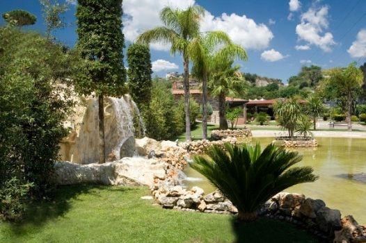 Una location per matrimonio con giardino per un ricevimento all'ombra della natura...