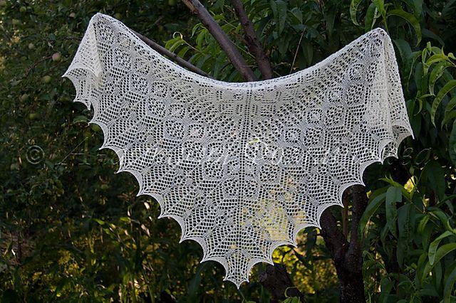 Ravelry: Einin pattern by Renee Leverington