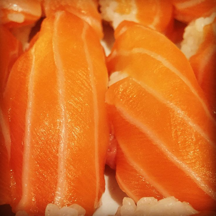 https://flic.kr/p/F8YM3T | Nigiri de salmón | Nigiri de salmón. koketo.es/portfolio/nigiri-de-salmon