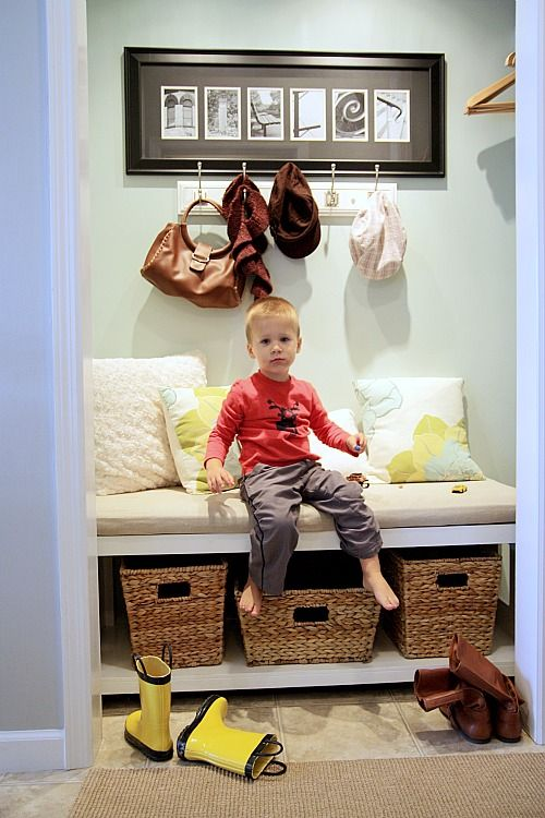 mini mud roomHouse Tours, Hall Closets, Mudroom, Dana Diy, Mud Room, Entry Closets, Diy Modern, Storage Benches, Closets Nooks