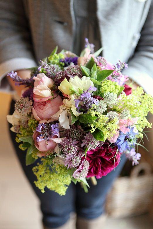 Natural and seasonal bridal bouquet