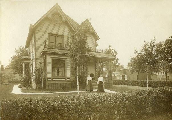 This Seneca Street House Was Directly West Of West Twin Park In Webster City Iowa It Was Recently Demolished To Create Webster City Street House House Styles