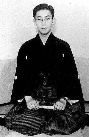 Raizō_Ichikawa_VIII_April_1951.jpg (299×463)