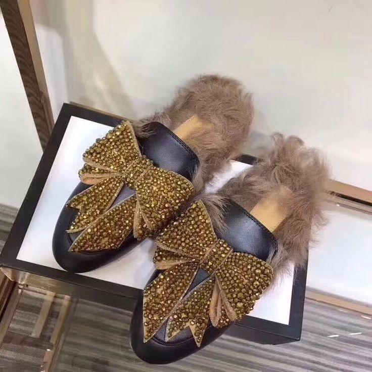Precio&Price: 98 US Dollars. Talla&Sizes: 35-41. Whatsapp +34656755332. http://candystore123.x.yupoo.com/albums?tab=gallery #zapatillas #comprarzapatillas #sandalias #comprarsandalias #sandaliasdecuero #slippers #buyslippers #goldenslippers