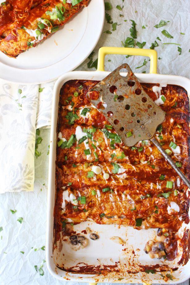 Skinny Vegetarian Enchiladas:  190 graden 4 kleine meergranen wraps 30 gr Griekse yoghurt  35 gr creamcheese 200 gr chili bonen 35 gr salsa 75 gr maïs 2 stengels bosui (inclusief garnering) 1/4 theelepel komijn en chilipoeder 45 gr kaas garnering  20 gr kaas vulling 1 portie enchilada saus