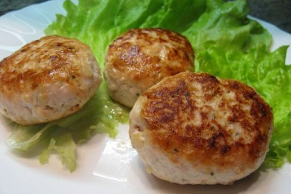 Meat patties with mushroom stuffing