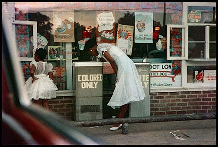 Фонтанчики в Мобил, штат Алабама, 1956  Искусство американской фотографии