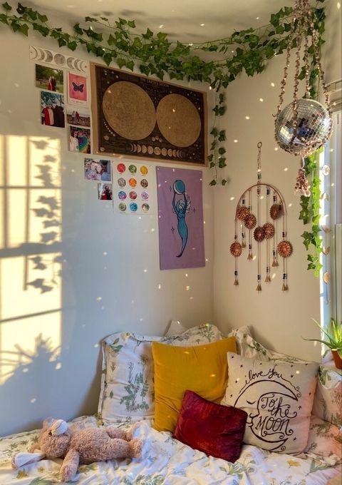 loveyourexistence   VSCO Indie Bedroom, Indie Room Decor, Cute Room Decor, Boho Decor, Room Ideas Bedroom, Bedroom Decor, Bedroom Inspo, Chambre Indie, Uni Room